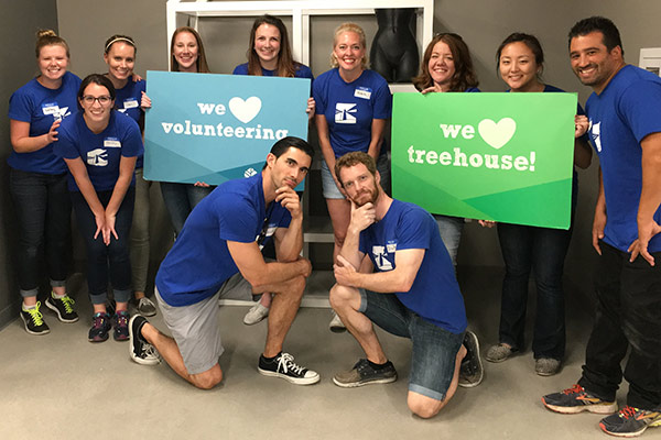 Guidant Financial volunteering at Treehouse